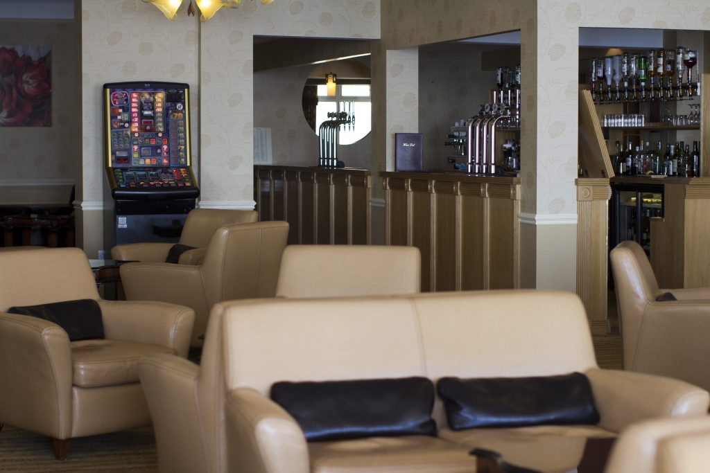 Sandringham Lounge to bar